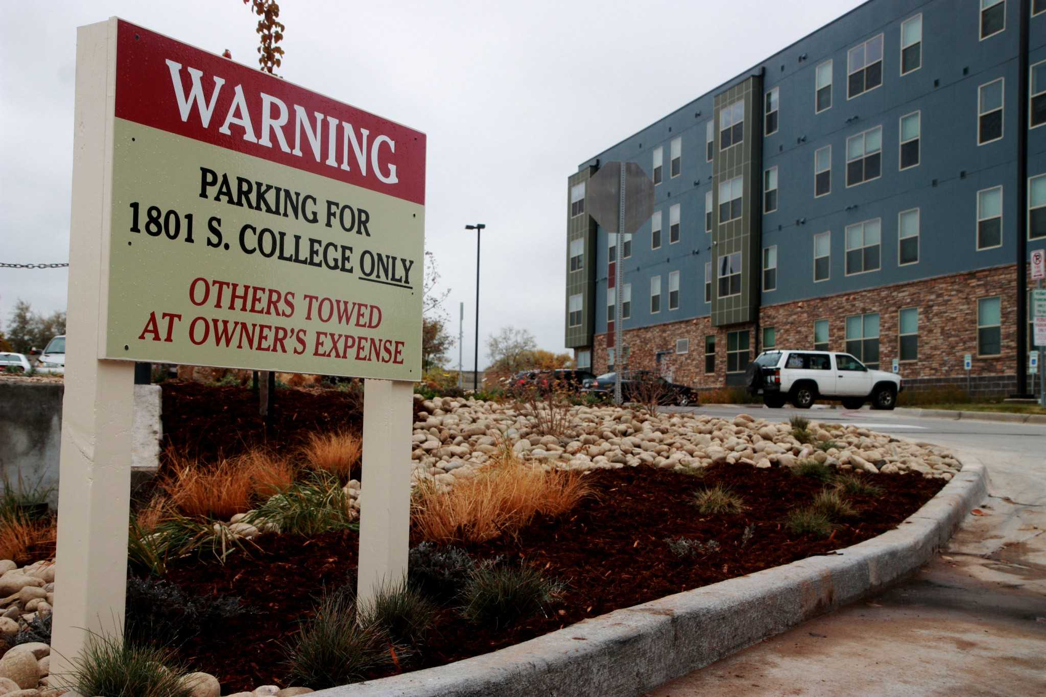 parking problems at universities The first problem: 5 problems with student parking most student parking is located way out by university high school and beyond.
