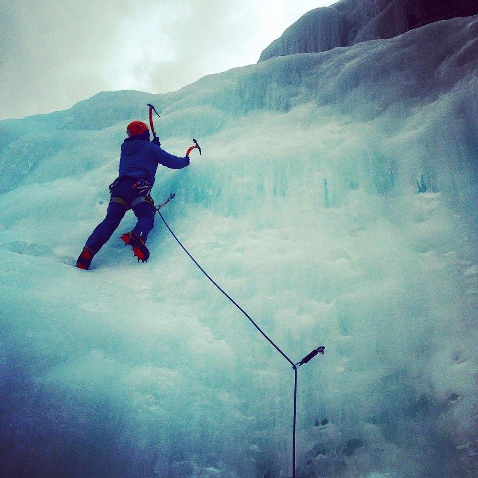 An ice climber with a zig-zagging single rope. This could be prevented using double ropes. (Photo By: Nevin Fowler)