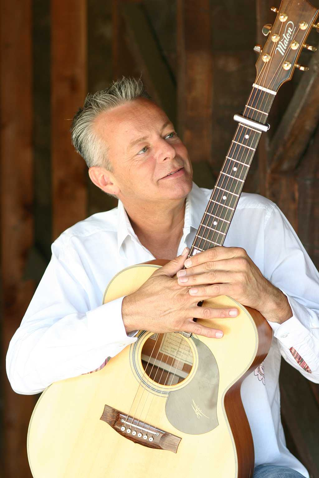 tommy emmanuel plays guitar in lincoln center the rocky mountain collegian. Black Bedroom Furniture Sets. Home Design Ideas