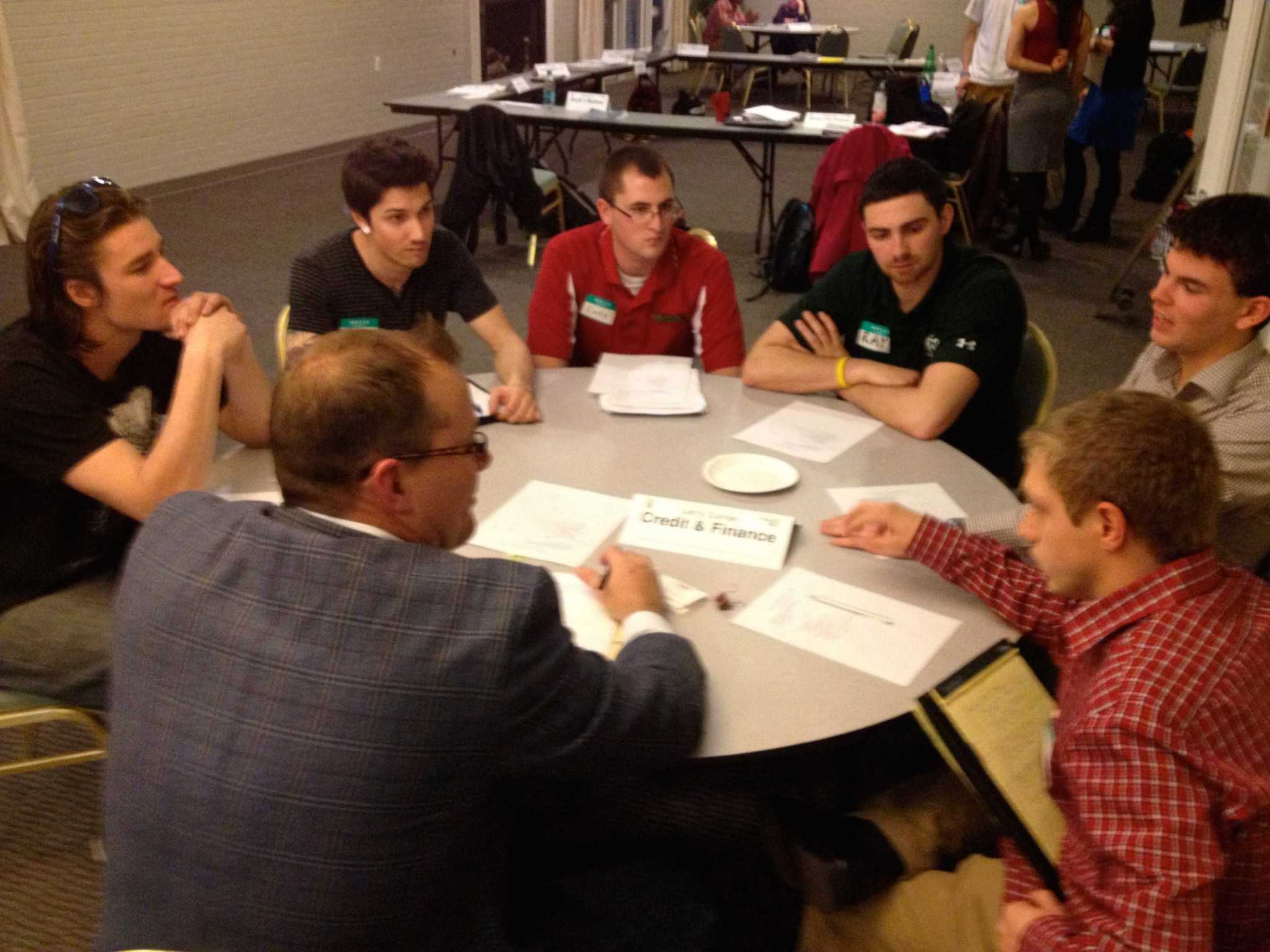 Round table discussion students - Venture Accelerator Students Participate In Round Table Discussion With Advisor Larry Curran Of Vion Investments