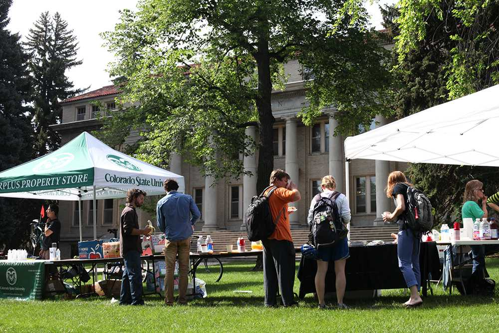 CSU's station in the Oval offers bagel bites, bananas, granola and bike repair by Recycled Cycles. Photo by Dina Alibrahim Fike.