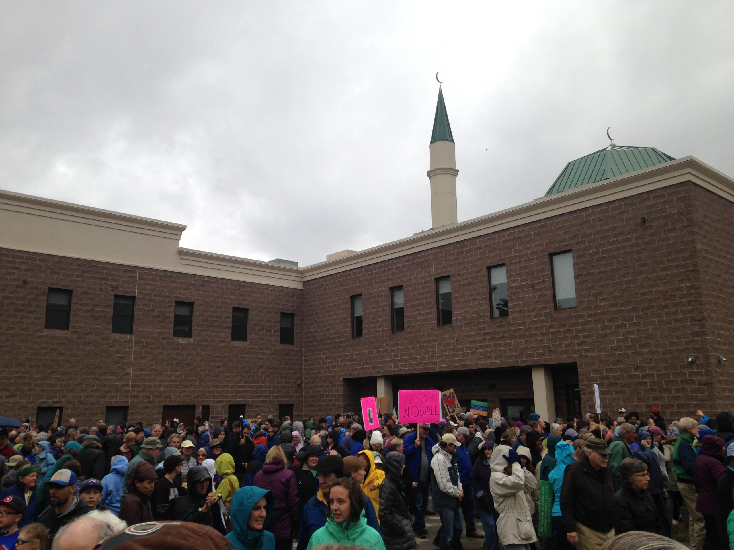 collins center muslim Last year was one of the worst years ever for anti-mosque incidents, and 2017 isn't looking any better the islamic center of fort collins is one of the.
