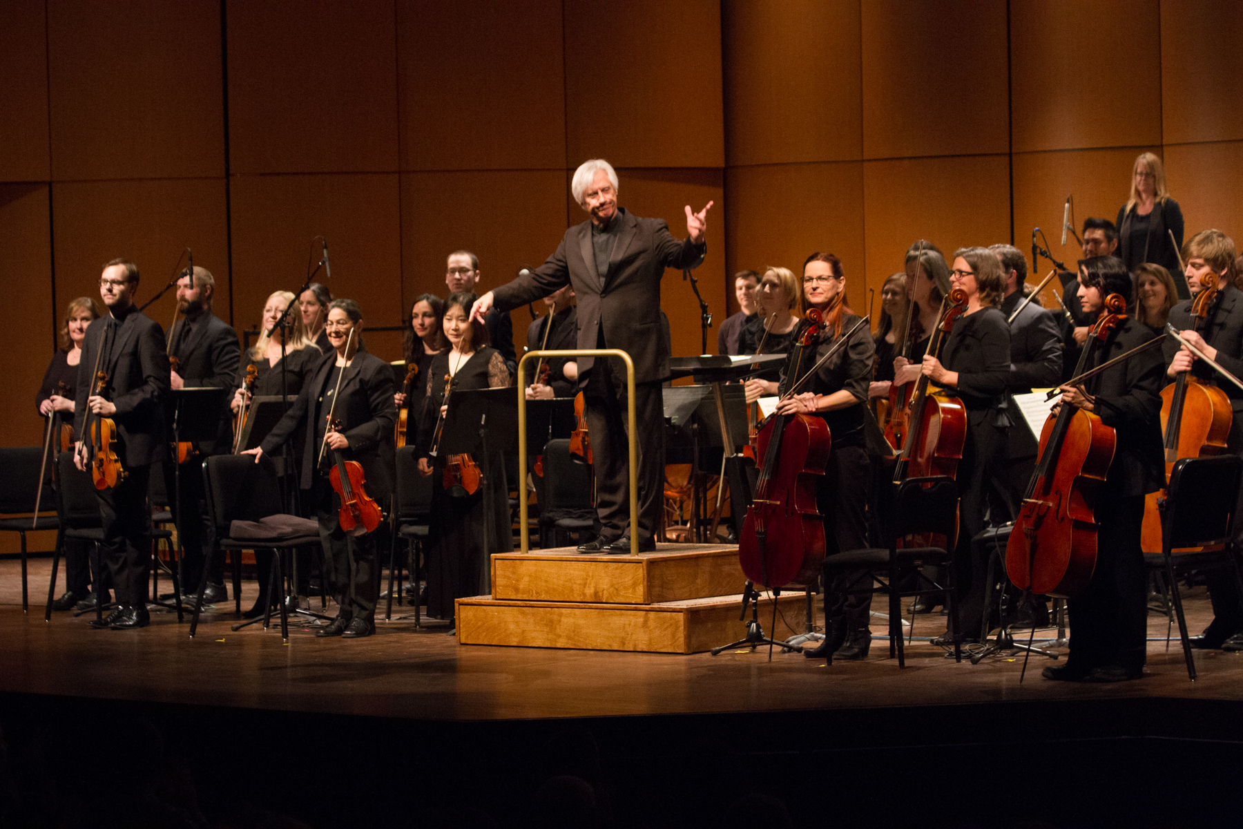 The conductor presents his orchestra with a gesture