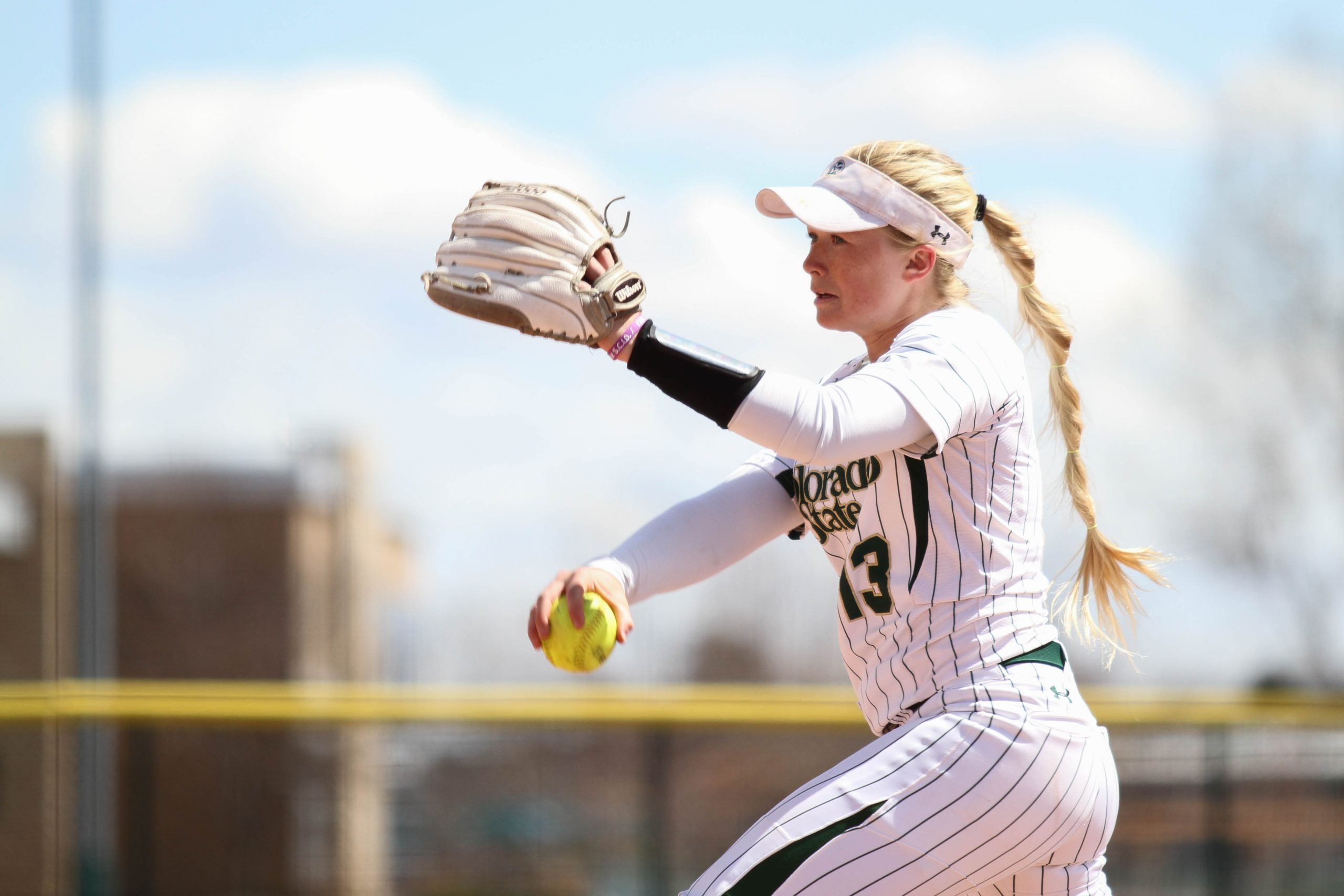 Sports for Dummies: Softball and baseball differ more than